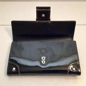 Kenneth Cole Bags - Kenneth Cole Genuine Leather Lacquer Wallet